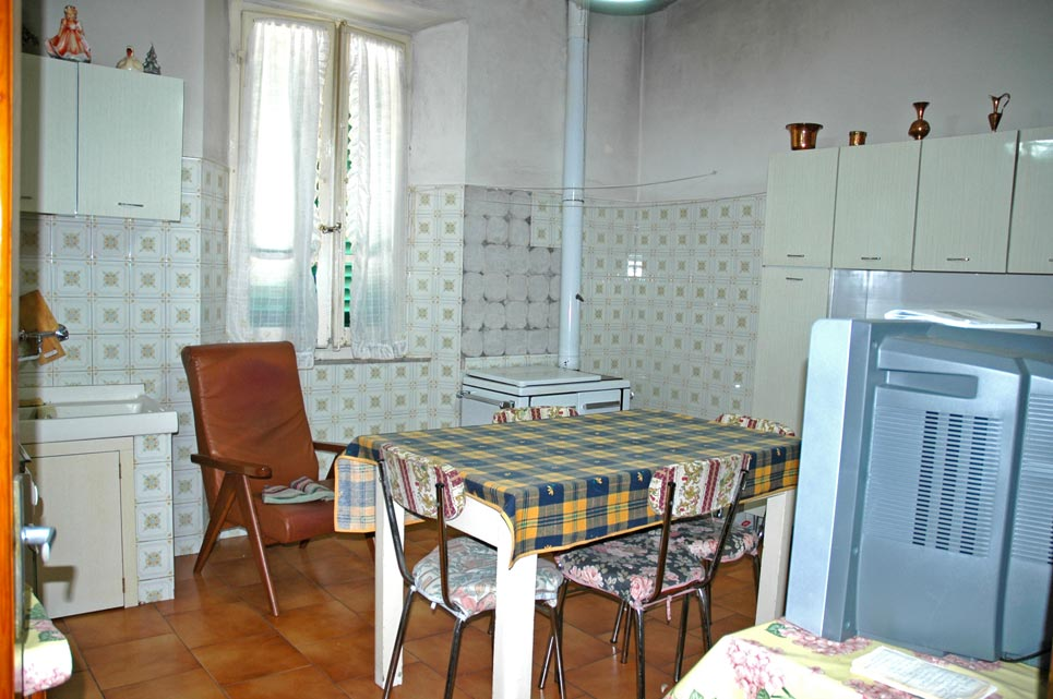 Roccastrada gr appartamento 100 mq giardino e garage for Giardino 100 mq